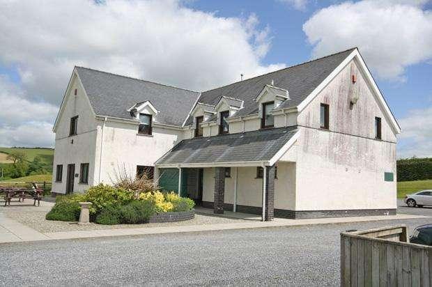 2 Bedrooms Flat for rent in Derllys Court Golf Club, Llysonnen Road, Carmarthen, Carmarthenshire