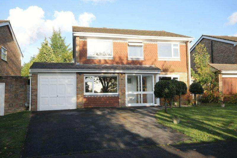 4 Bedrooms Detached House for rent in Priors Mead, Great Bookham