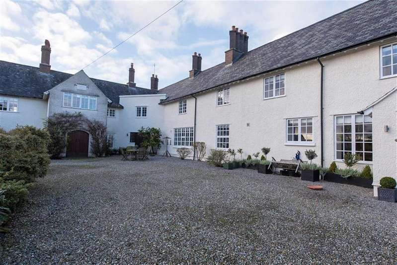 4 Bedrooms Town House for sale in Pen Y Parc, Beaumaris, Anglesey