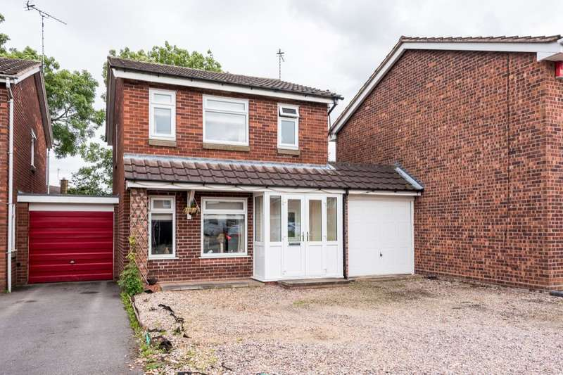 4 Bedrooms Detached House for sale in Crestwood Drive, Stone, ST15