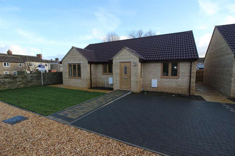 3 Bedrooms Bungalow for sale in Kington St. Michael, Chippenham