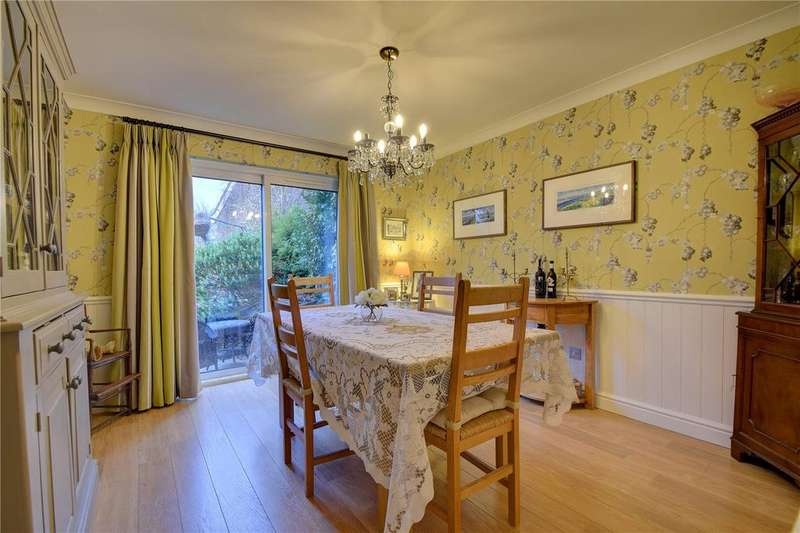 4 Bedrooms Detached House for sale in Moggs Mead, Petersfield, Hampshire