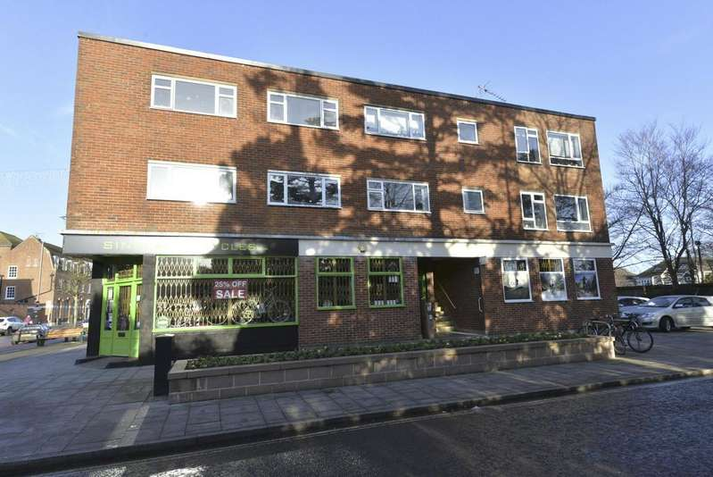 2 Bedrooms Apartment Flat for sale in Westcroft Parade, New Milton
