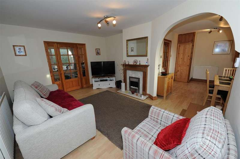 3 Bedrooms Semi Detached House for sale in St. Hilary Close, Richmond