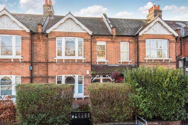 3 Bedrooms Maisonette Flat for sale in Mortlake, London