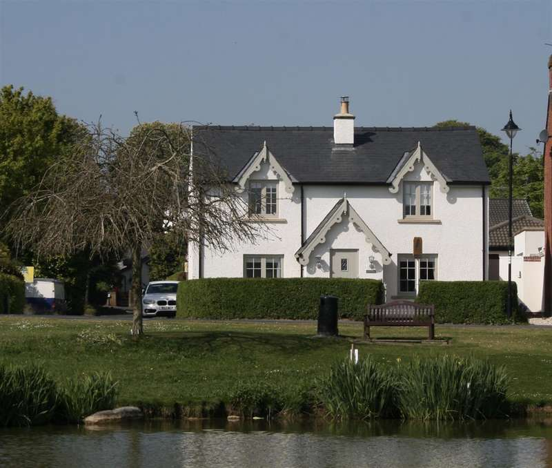 3 Bedrooms Detached House for sale in Dubside, Wrea Green, Preston