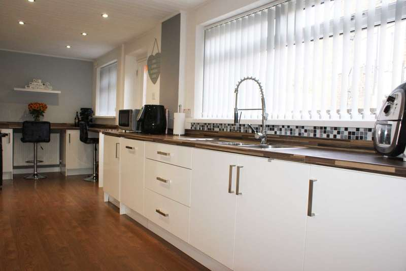 4 Bedrooms Semi Detached House for sale in Rusland Drive, Harwood