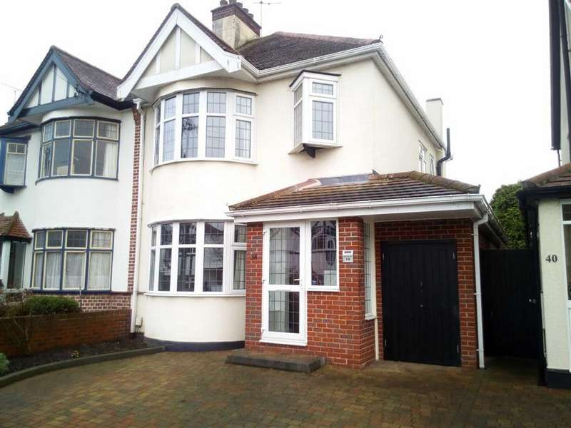 3 Bedrooms House for sale in Henley Crescent, Westcliff On Sea, Essex
