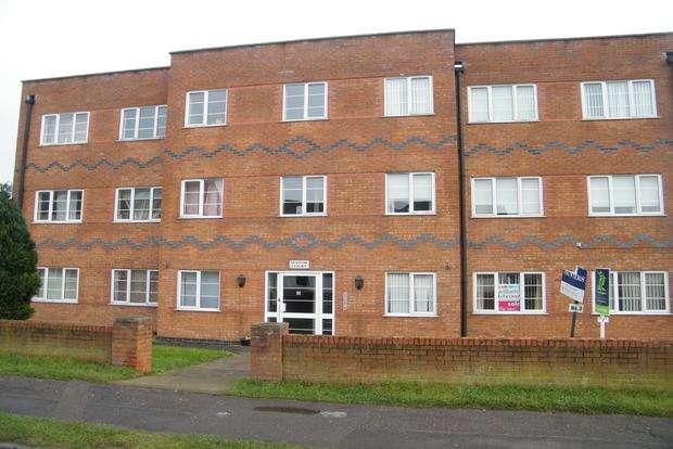 3 Bedrooms Flat for sale in Manor Court, Roman Bank, Skegness, PE25