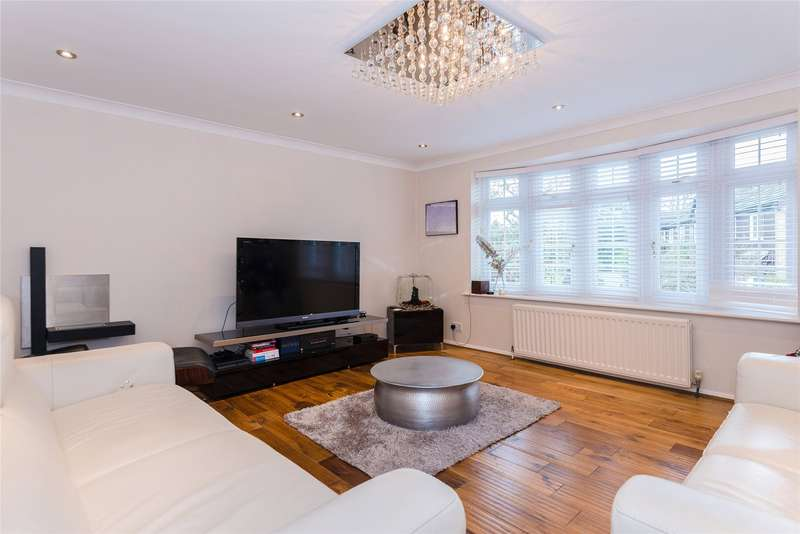 4 Bedrooms Terraced House for sale in Canford Close, Enfield