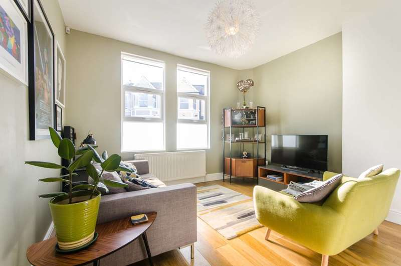 3 Bedrooms Flat for sale in Chandos Road, Willesden Green, NW2