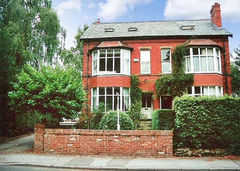 5 Bedrooms Semi Detached House for sale in 4 Albert Road, Wilmslow, SK9