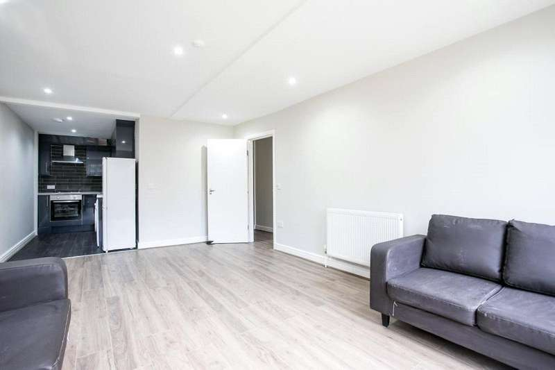 1 Bedroom Flat for sale in Vallance Road, Shoreditch, E1