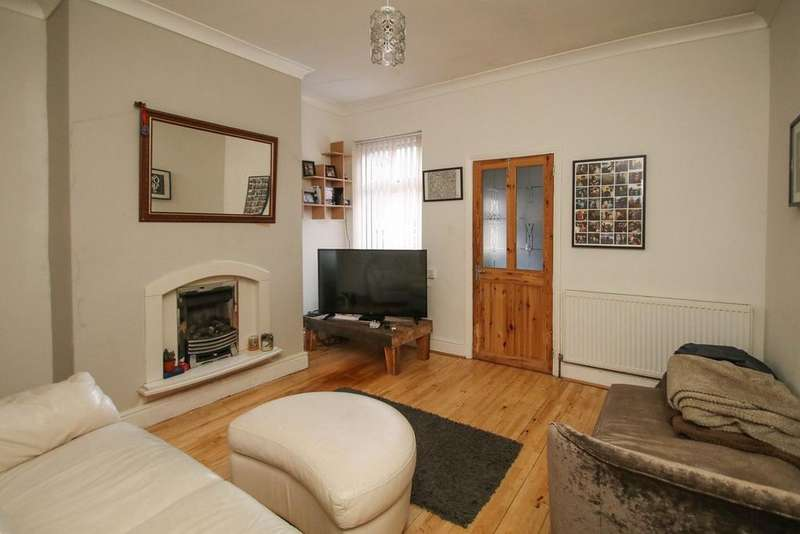 2 Bedrooms Terraced House for sale in Albert Avenue, Urmston, Manchester, M41