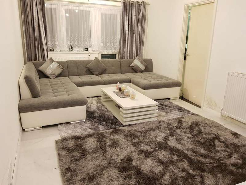 1 Bedroom Flat for sale in Hollypiece House, Pemberley Road, 1 Bedroom Flat