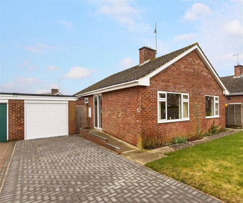 2 Bedrooms Bungalow for sale in Woodlands Road, Pewsey