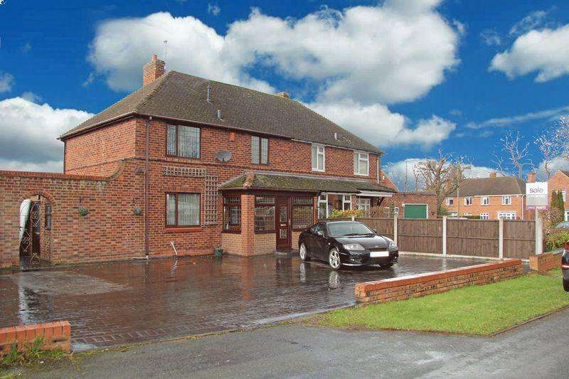 3 Bedrooms Semi Detached House for sale in Kinfare Drive, Tettenhall Wood, Wolverhampton