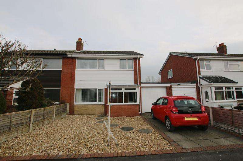 3 Bedrooms Semi Detached House for sale in Barnfield, Much Hoole