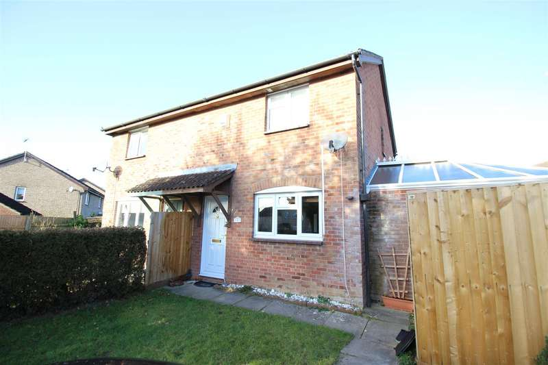 3 Bedrooms Semi Detached House for sale in Danvers Mead, Chippenham