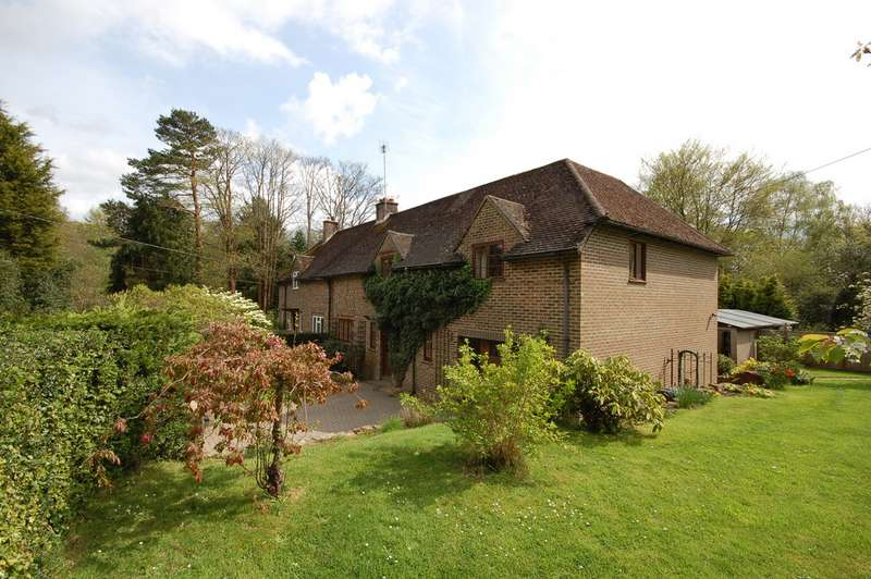 4 Bedrooms Semi Detached House for rent in High Hurstwood, Uckfield TN22