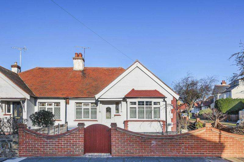 2 Bedrooms Semi Detached Bungalow for sale in Shakespeare Avenue, Westcliff-On-Sea