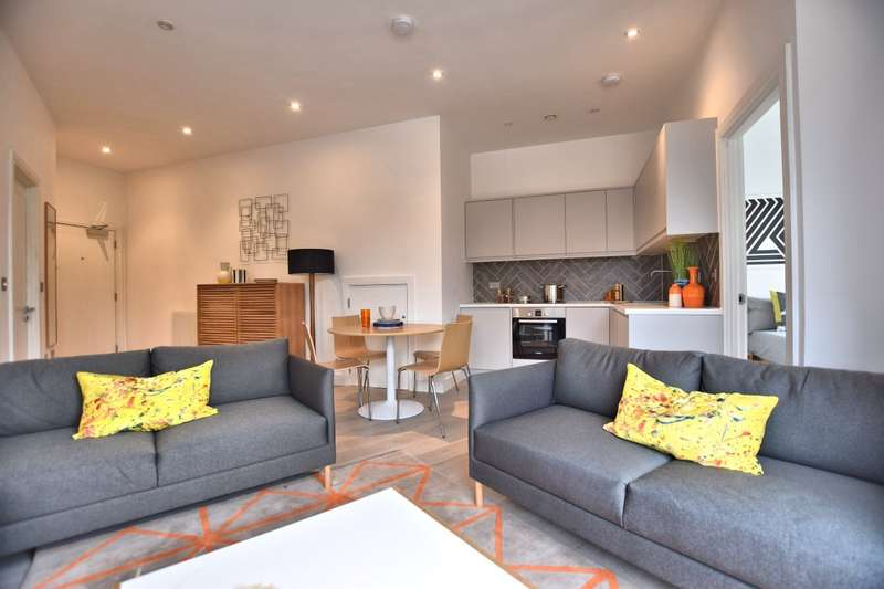 2 Bedrooms Flat for sale in Mulberry House, Carey Road, Wokingham, RG40