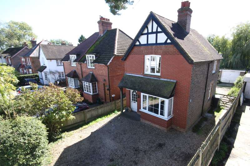 3 Bedrooms Detached House for sale in The Street, Charlwood, Horley, Surrey, RH6