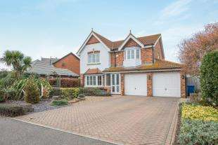 4 Bedrooms Detached House for sale in Hustlings Drive, Kingsborough Manor, Eastchurch, Sheerness