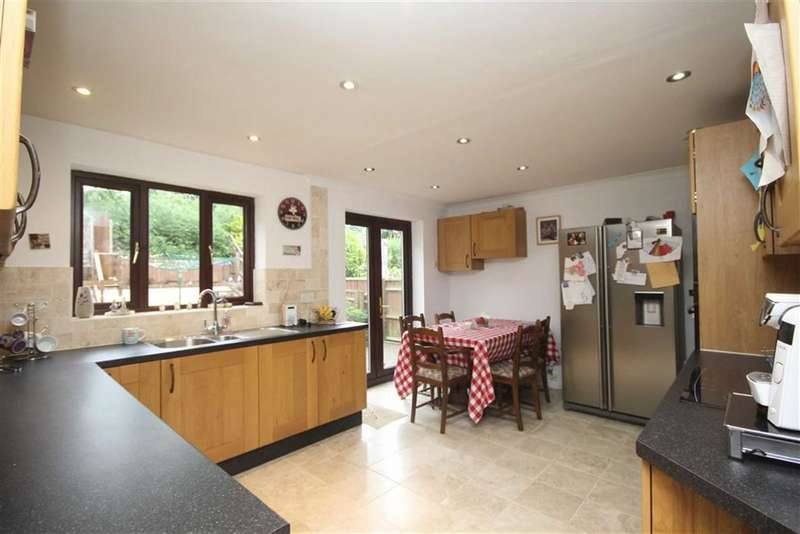 4 Bedrooms Detached House for sale in Boundary Close, Swindon, Wiltshire