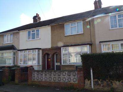 2 Bedrooms Terraced House for sale in Hazelwood Road, Bedford, Bedfordshire
