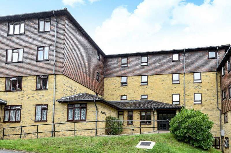 1 Bedroom Retirement Property for sale in Forest Close, Chislehurst, Kent, BR7 5QS