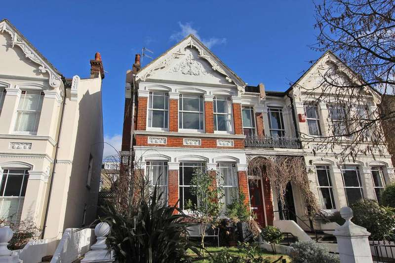 3 Bedrooms Maisonette Flat for sale in Beaconsfiedl Villas, brighton BN1