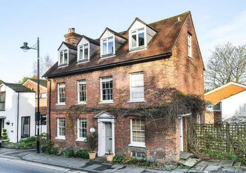 2 Bedrooms Flat for sale in 'The Wells', Lower Street, Haslemere, GU27