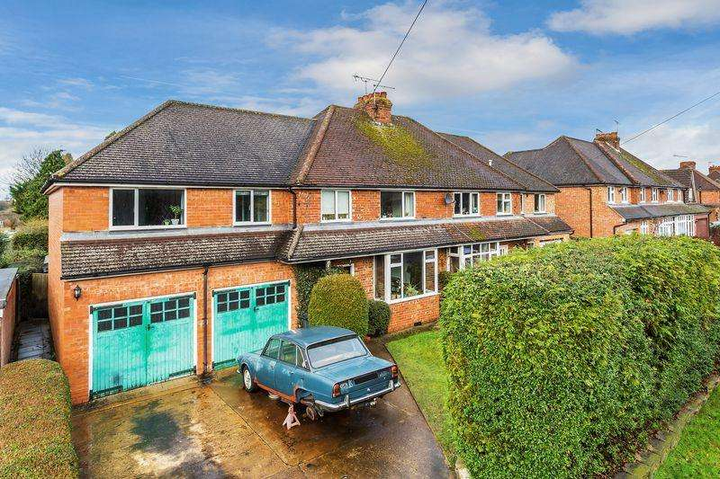5 Bedrooms Semi Detached House for sale in Gravetts Lane, Guildford
