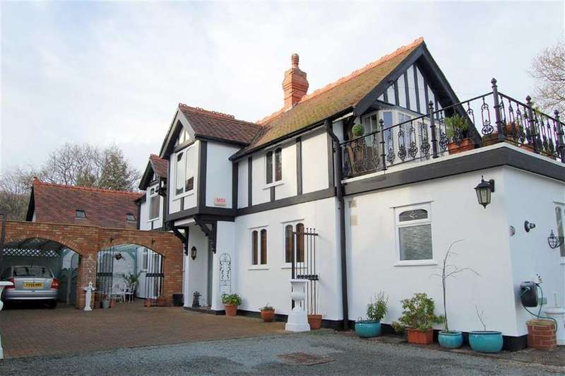 3 Bedrooms Detached House for sale in Lansdowne Road, Colwyn Bay