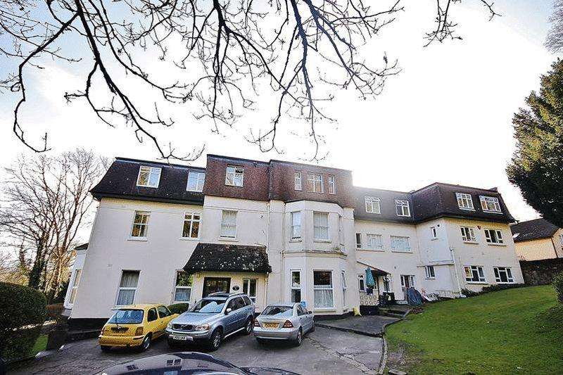 2 Bedrooms Flat for sale in Salmons Lane, Whyteleafe