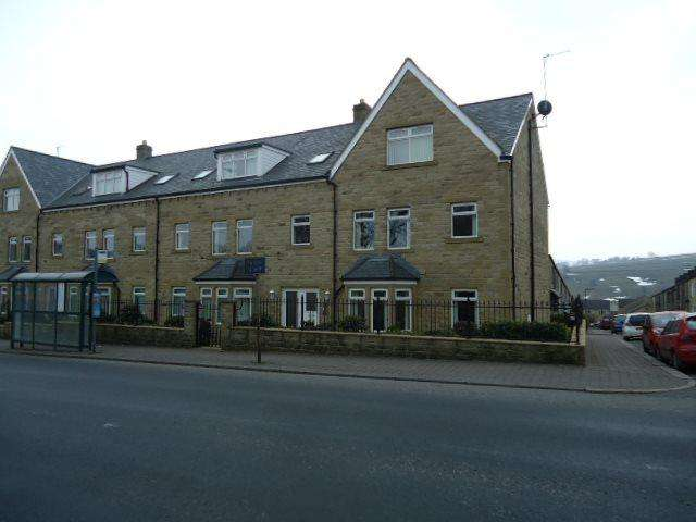 2 Bedrooms Apartment Flat for rent in Cravendale Court, Colne