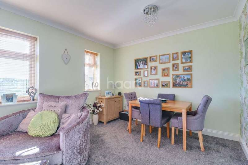 2 Bedrooms Flat for sale in Silverlink Court, Link Road, Canvey Island
