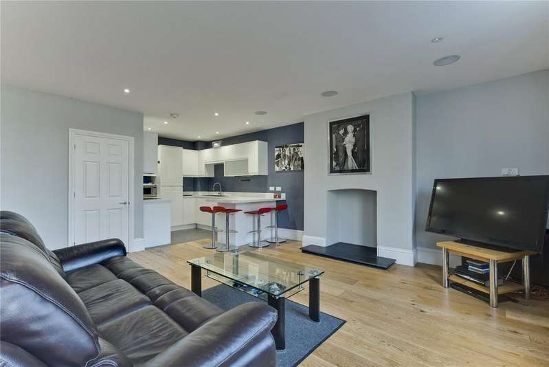 2 Bedrooms Flat for rent in The Newlands, Weston Green Road, Thames Ditton, Surrey, KT7