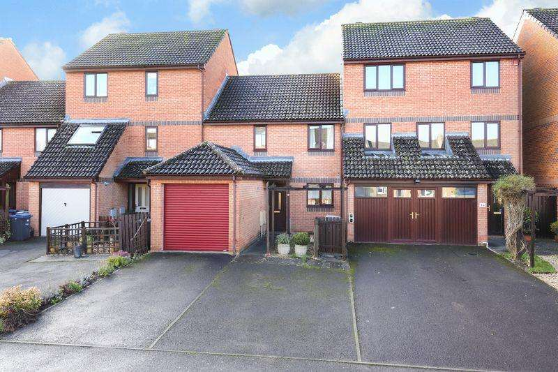 3 Bedrooms Terraced House for sale in Swan Drive, Staverton
