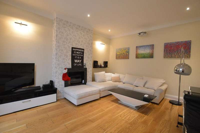 3 Bedrooms Flat for rent in Dacres Road London SE23