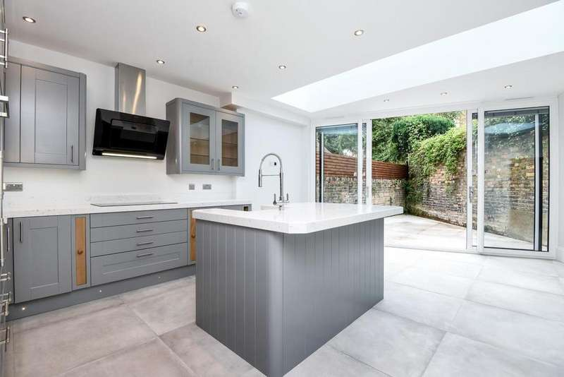 3 Bedrooms Terraced House for sale in Cressy Road, Belsize Park