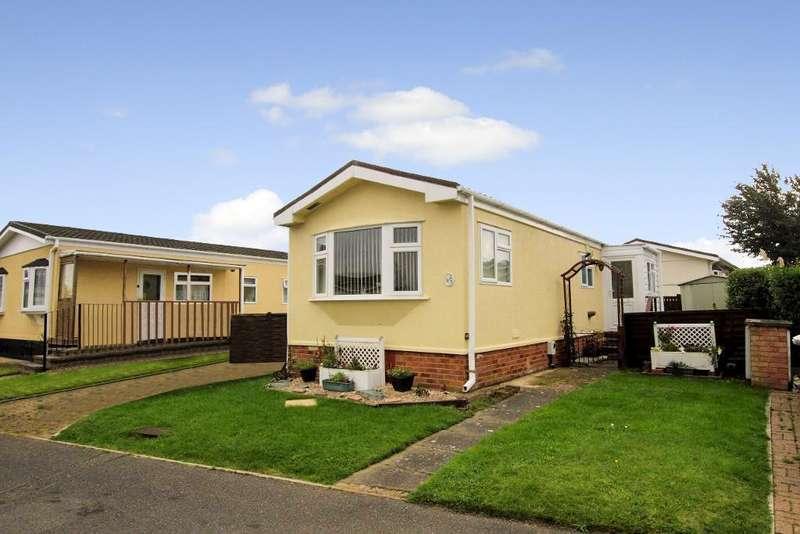 1 Bedroom Park Home Mobile Home for sale in Park Road, Briar Bank Park, Wilstead, Bedfordshire, MK45 3WL