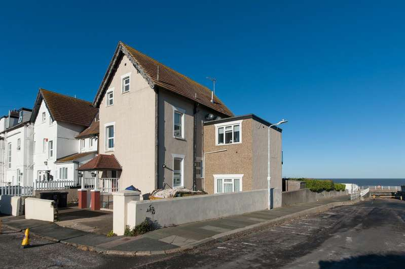 2 Bedrooms Flat for sale in Beach Rise, Westgate-On-Sea