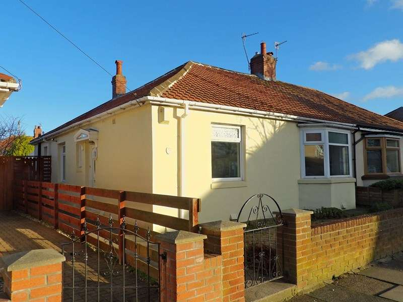 3 Bedrooms Bungalow for sale in West Avenue, Harton, South Shields, Tyne and Wear, NE34 6BD