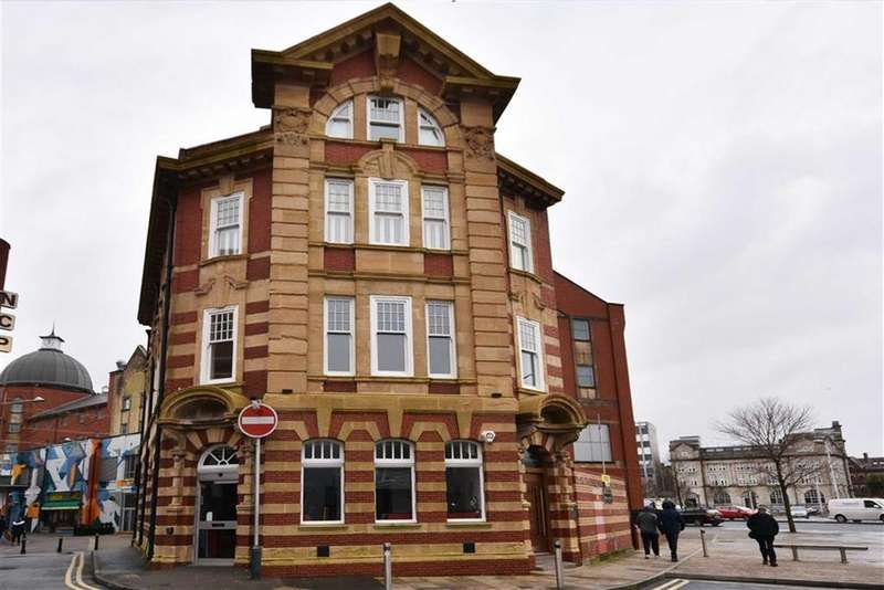 2 Bedrooms Penthouse Flat for rent in York Chambers, Swansea, Swansea