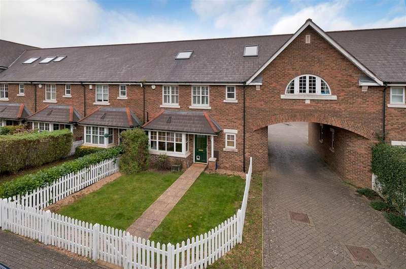 5 Bedrooms Semi Detached House for sale in Cardinal Walk, Kings Hill, ME19 4DD