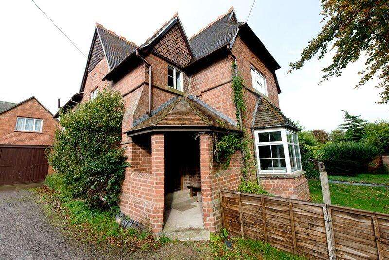 3 Bedrooms Semi Detached House for rent in Monkland, Near Leominster