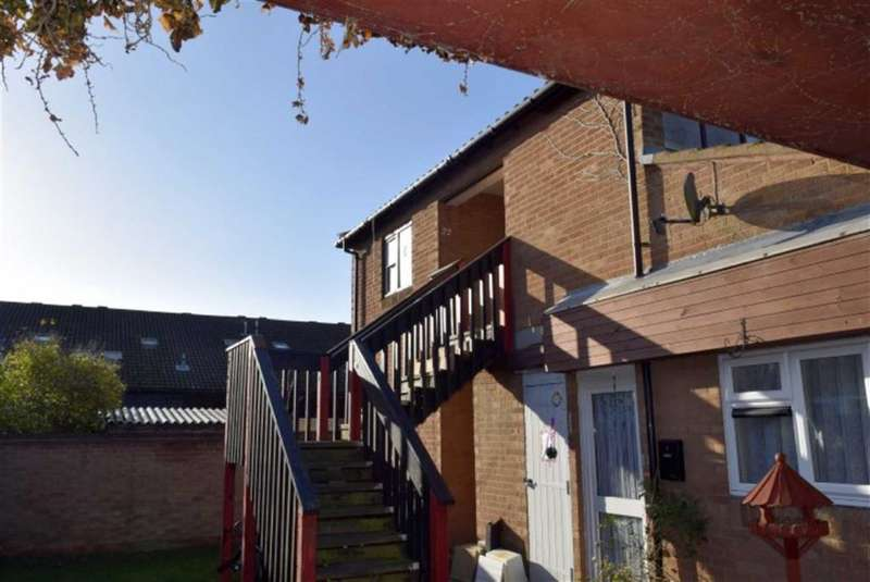 2 Bedrooms Flat for sale in Malyons Mews, Basildon, Essex