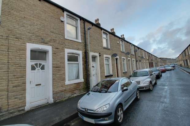 2 Bedrooms Terraced House for sale in Leyland Road, Burnley, Lancashire, BB11 3DR